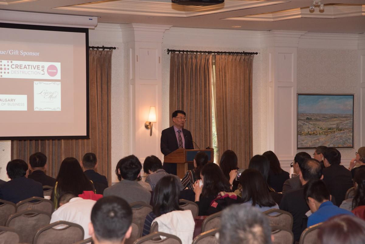 加中商会会长Mr. Andy Wu代表商会致开幕词